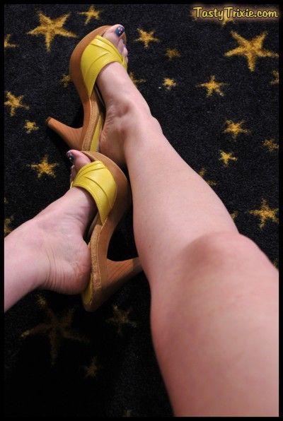 Leggy Trixie in yellow mules