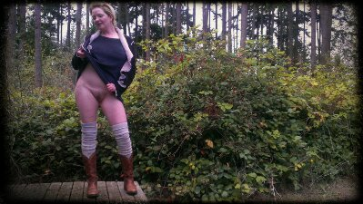 curvy Trixie in cowboy boots